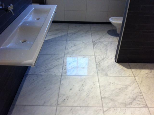 toilet grote tegels